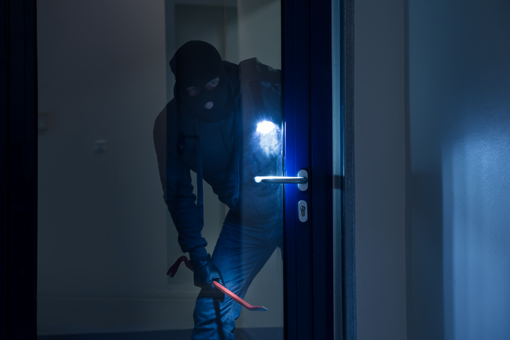 Going Away For The Holidays Keep Burglars Away From Your